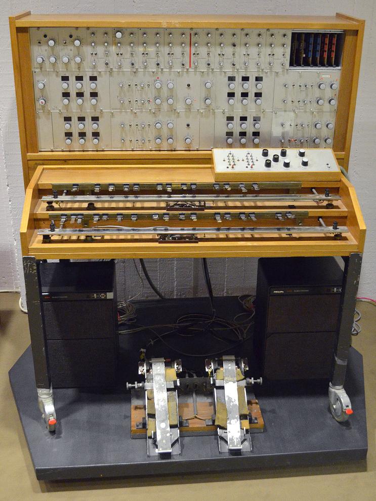 Oskar Sala S Mixtur Trautonium At The Musikinstrumenten Museum